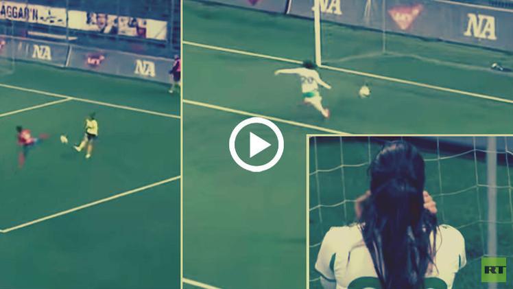 (فيديو) لاعبة سويدية تسجل هدفا في مرمى فريقها بطريقة قد لا تتكرر