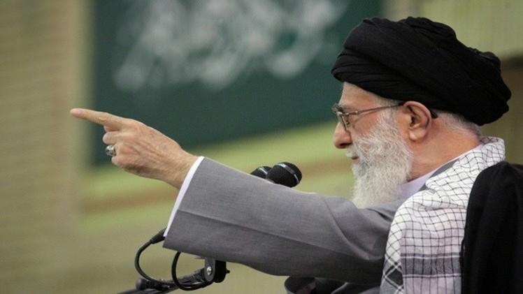 خامنئي: استمرار العقوبات المفروضة على إيران سيقوض الاتفاق النووي