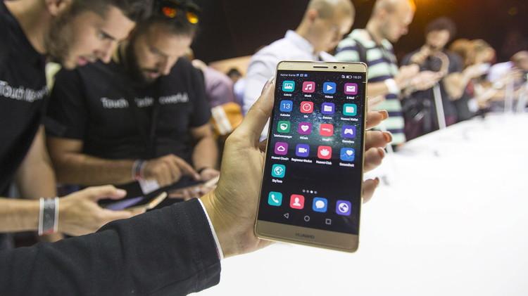 هواوي الصينية تطلق هاتفا ذكيا جديدا لمنافسة آبل وسامسونغ