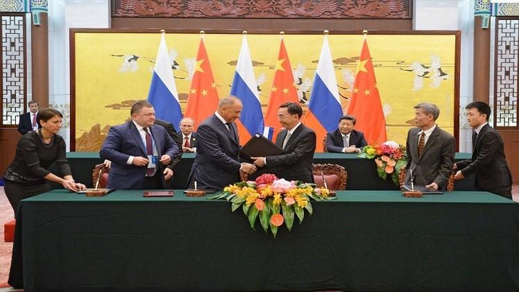 روسيا والصين توقعان اتفاقيات بمليارات الدولارات في بكين