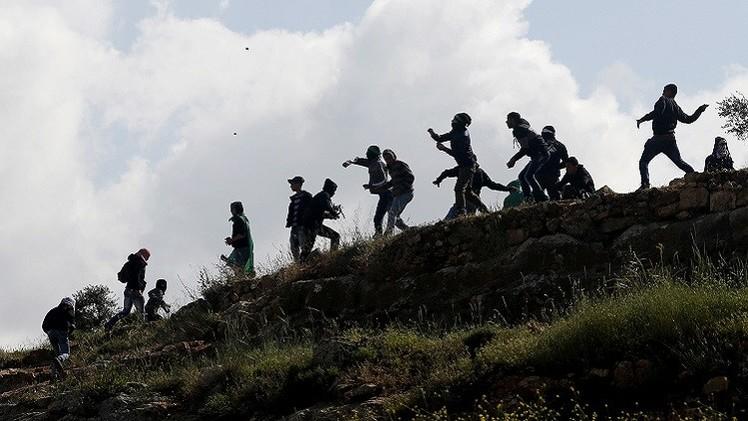 فلسطيني ينقذ 5 مستوطنين من غضب الشبان في الخليل