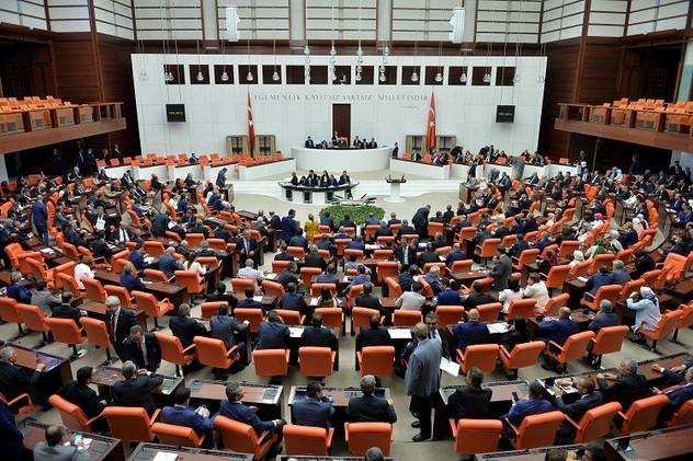 البرلمان التركي يمدد تفويض الجيش للقيام بعمليات عسكرية في العراق وسوريا