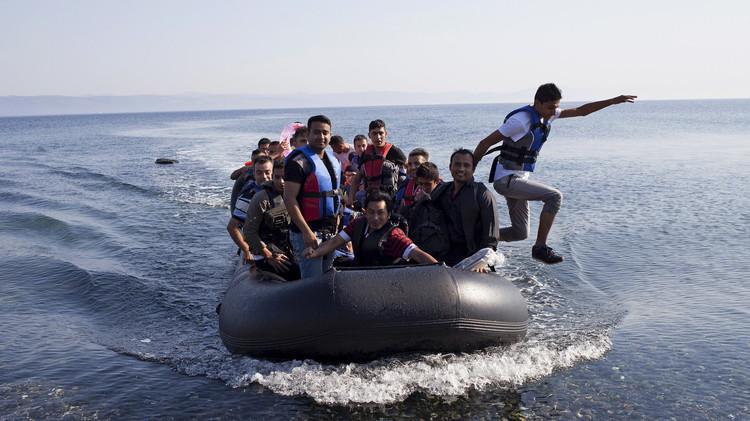 الاتحاد الأوروبي يدرس إعادة توزيع 160 ألف لاجئ على أراضيه