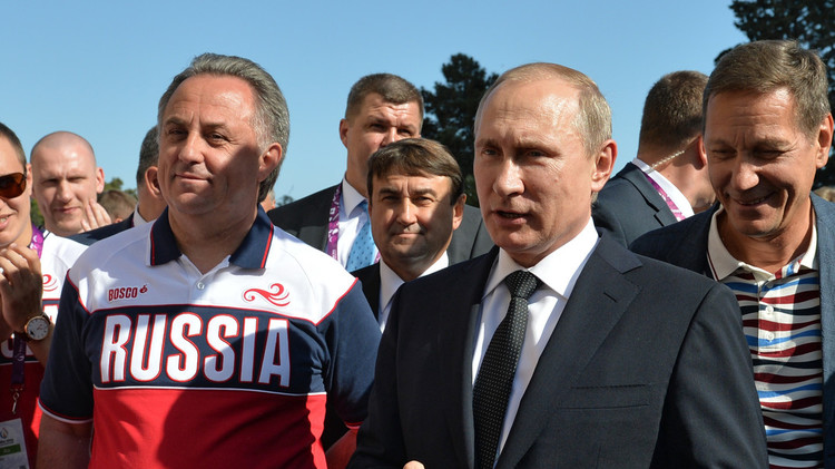 بوتين يطالب بتحديد عدد اللاعبين الأجانب في الدوري الروسي