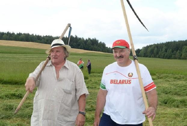 ديباردي يعرب عن رغبته في معايشة المزارعين في بيلاروس