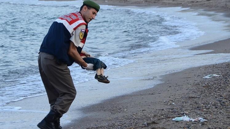 قرار باعتقال 4 أشخاص في قضية غرق الطفل السوري إيلان