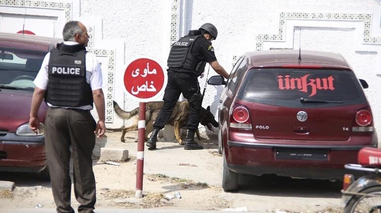 تونس.. الداخلية تحذر من هجمات إرهابية وتغلق الشارع الرئيسي بالعاصمة