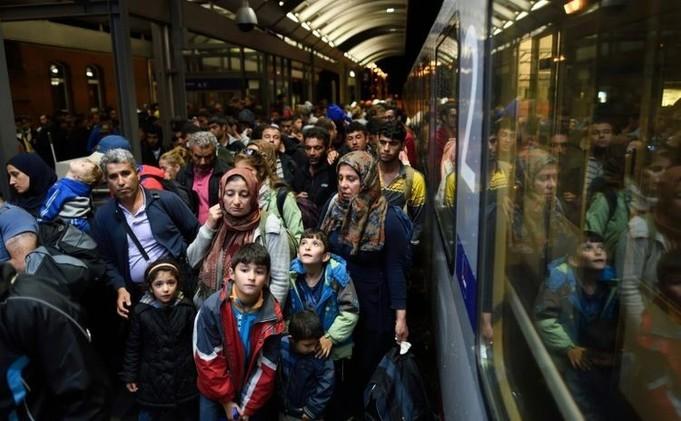 ألمانيا تخصص 6 مليارات يورو للاجئين وتتقاسم 59% منهم مع فرنسا وإسبانيا
