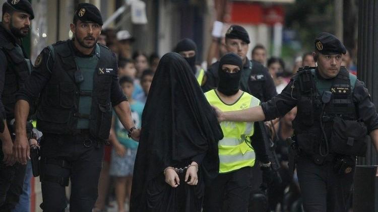 القبض على امرأة في اسبانيا بتهمة تجنيد متطوعين لـ