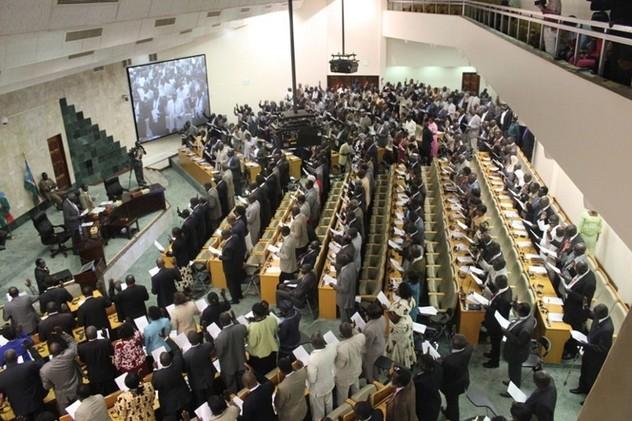 برلمان جنوب السودان يصادق على اتفاق السلام بين الحكومة والمتمردين