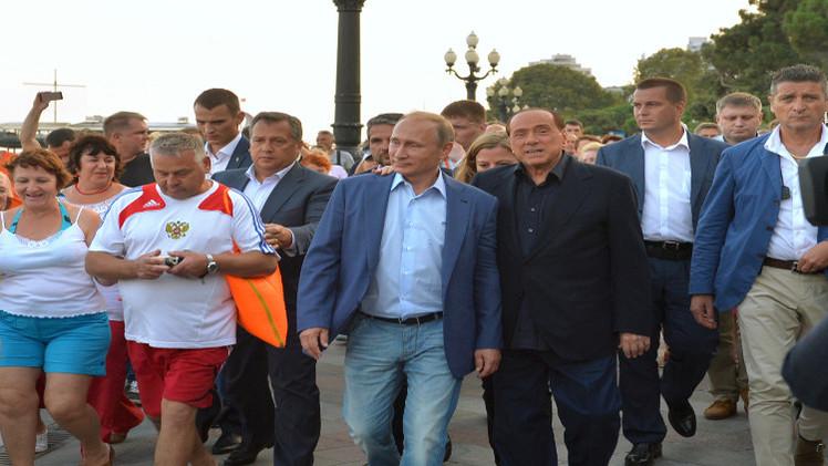 بوتين يستضيف برلسكوني في القرم  (فيديو)