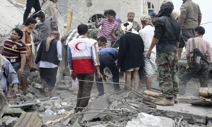 مقتل 28 حوثيا بمواجهات في تعز وترتيبات لعودة هادي إلى عدن