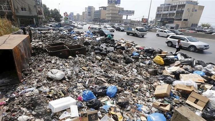 جانب من النفايات المتراكمة في العاصمة بيروت