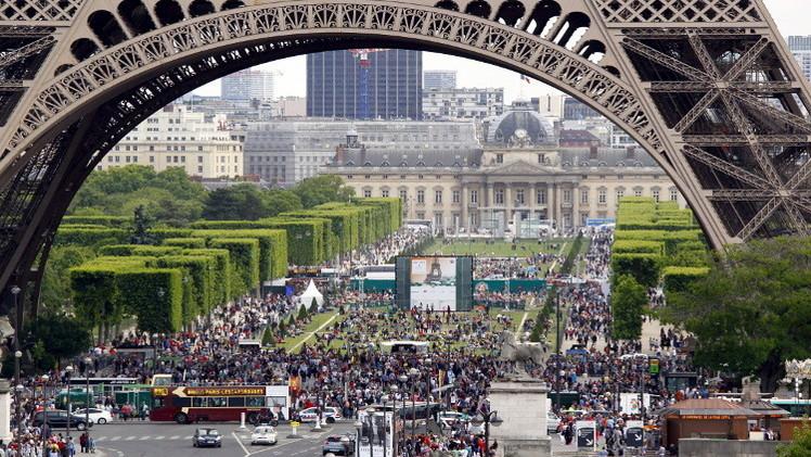 أكثر من 50% من الفرنسيين يؤيدون مشاركة بلادهم في عملية برية بسوريا