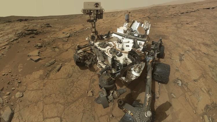 مسبار كيوريوسيتي يلتقط صورة مسح لكثبان موجودة على سطح المريخ