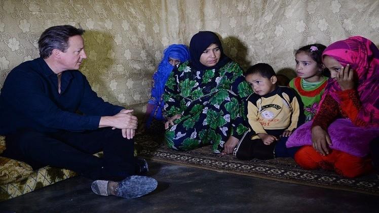 كاميرون يزور مخيمات للاجئين السوريين في لبنان والأردن