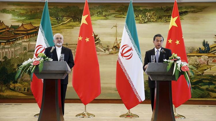 ظريف يحذر معارضي الاتفاق النووي من تأجيج نار الصراع من جديد