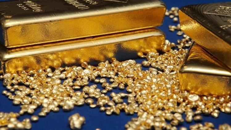 الذهب قرب أدنى مستوياته في شهر