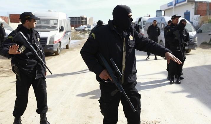 السلطات التونسية تعزل 110 عناصر أمنية للاشتباه بعلاقتهم بمنظمات إرهابية