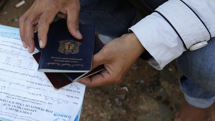 رئيس وزراء هولاندا بجواز سفر سوري