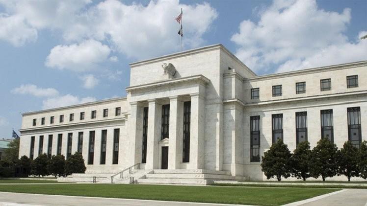 الفيدرالي الأمريكي يثبت أسعار الفائدة على الدولار