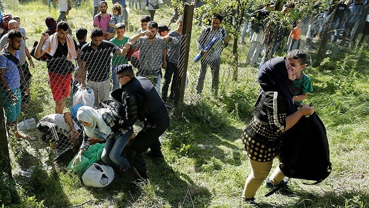 الداخلية الكرواتية: عدد اللاجئين الذين وصلوا إلى كرواتيا الخميس تجاوز 9200 شخص