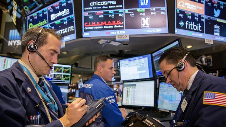 الأسهم الأمريكية تنخفض بسبب مخاوف بشأن النمو العالمي