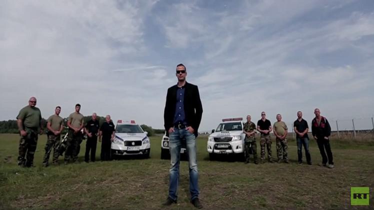 فيديو حصد ألوف المشاهدات خلال ساعات: عمدة مدينة هنغارية يهدد اللاجئين بطريقة هوليودية