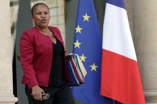 عشرة آلاف يورو غرامة لمجلة فرنسية شبهت وزيرة العدل بـ
