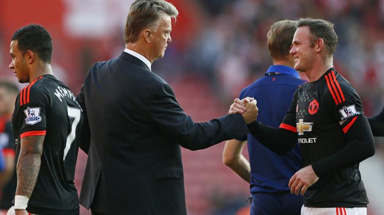 مانشستر يونايتد يتجاوز القديسين وليفربول يتعادل مع الكناري (فيديو)