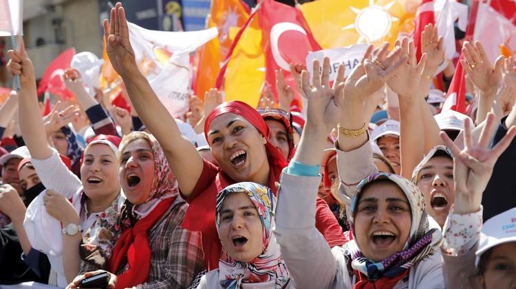 تركيا.. استطلاع رأي يظهر تراجع مؤيدي حزب أردوغان