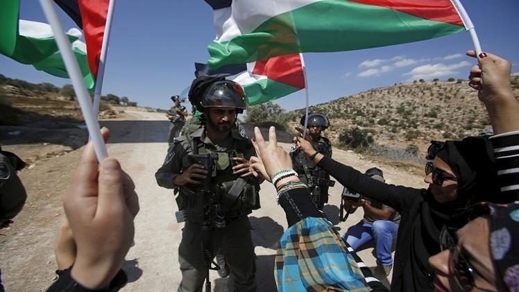 مقتل فتاة وشاب فلسطينيين في الخليل والمستوطنون يرقصون في الحرم الإبراهيمي