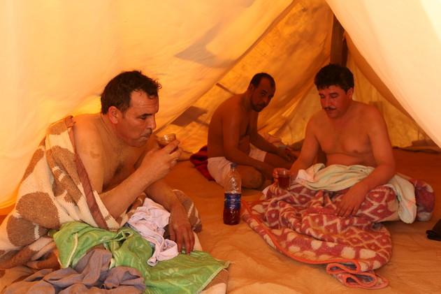 علاج طبيعي تقليدي , حمامات سيوة الرملية , العلاج بالرمال الساخنة , صور حمامات السيوه coobra.net
