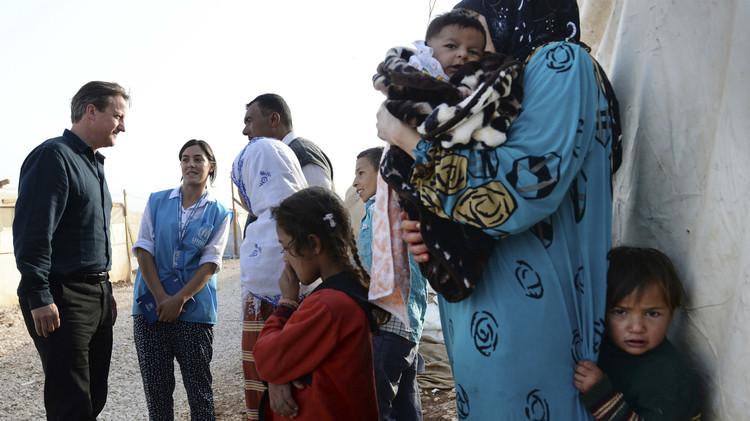 بريطانيا.. وصول الدفعة الأولى من اللاجئين السوريين