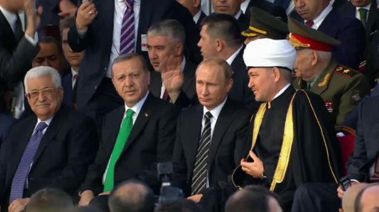 بوتين يفتتح جامع موسكو بحضور أردوغان وعباس