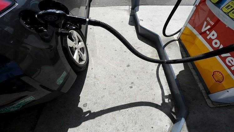 النفط يعود للصعود بعد هبوطه نتيجة ارتفاع مخزونات البنزين الأمريكية
