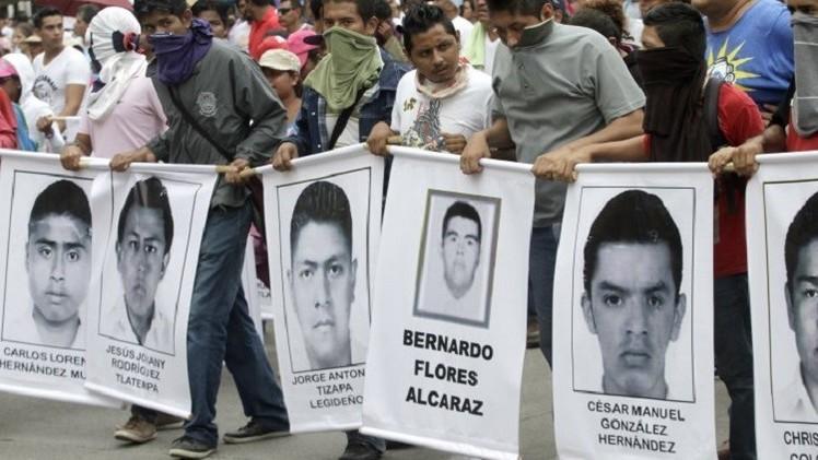 المكسيك..  إحياء الذكرى الأولى لاختفاء 43 طالبا