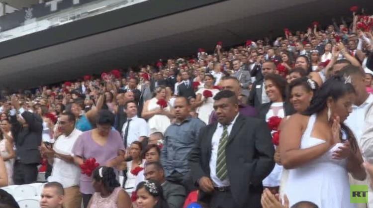 عرس جماعي يضم أكثر من 400 زوج في ساو باولو البرازيلية (فيديو)