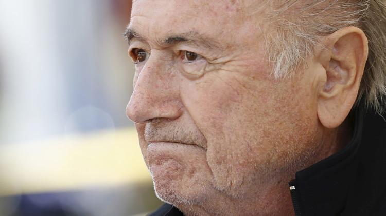 محامون : بلاتر سيبقى رئيسا للفيفا ومدفوعات بلاتيني