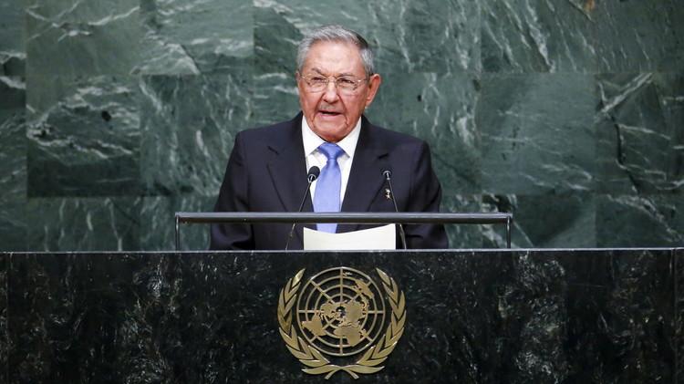 كاسترو يطالب باسترداد غوانتانامو ويرفض العقوبات الغربية ضد روسيا
