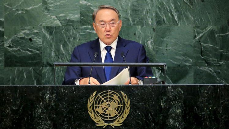 كازاخستان تدعو إلى تطوير عملة عالمية