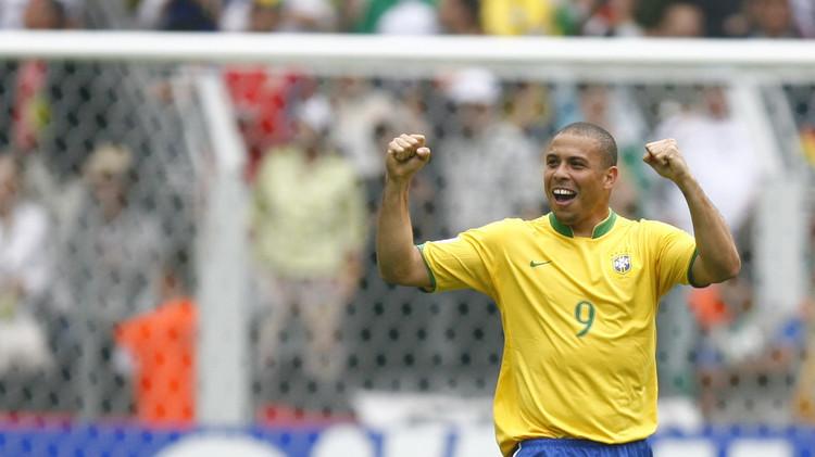 البرازيلي رونالدو يفتتح 30 مدرسة لكرة القدم في الصين