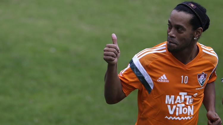 رونالدينيو يفسخ عقده مع نادي فلوميننزي البرازيلي