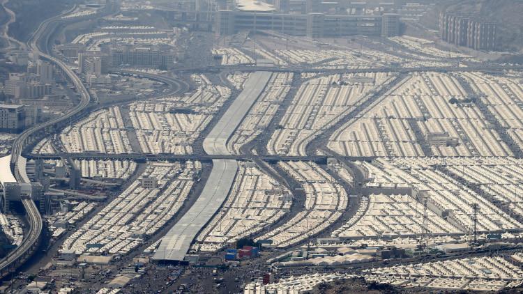 الملك السعودي يزور موقع كارثة الحرم المكي.. والسلطات تتخذ تدابير لسلامة الحجاج