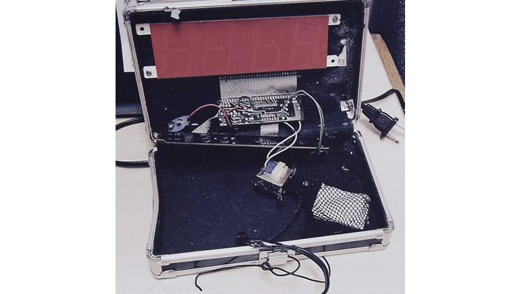 أوباما يدعو تلميذا مسلما لزيارة البيت الأبيض اعتقلته الشرطة لاختراعه ساعة رقمية