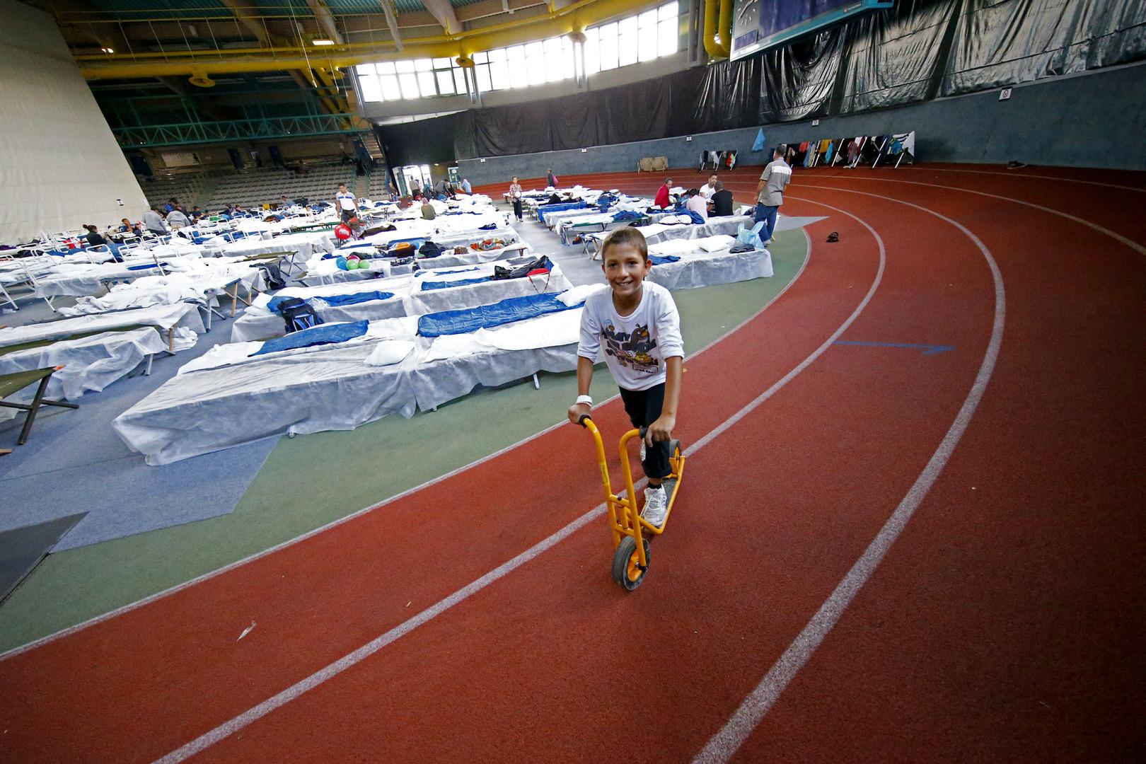ملجأ مؤقت في صالة رياضية في هاناو، ألمانيا