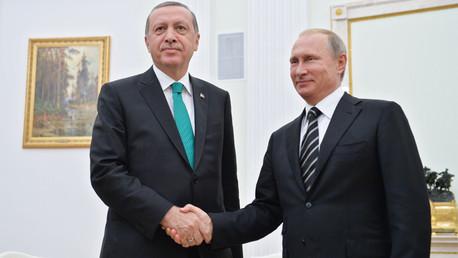 الرئيس الروسي فلاديمير بوتين ونظيره التركي رجب طيب أردوغان في موسكو الأربعاء 23 سبتمبر/أيلول