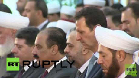 الرئيس السوري بشار الأسد يؤدي صلاة عيد الأضحى في دمشق