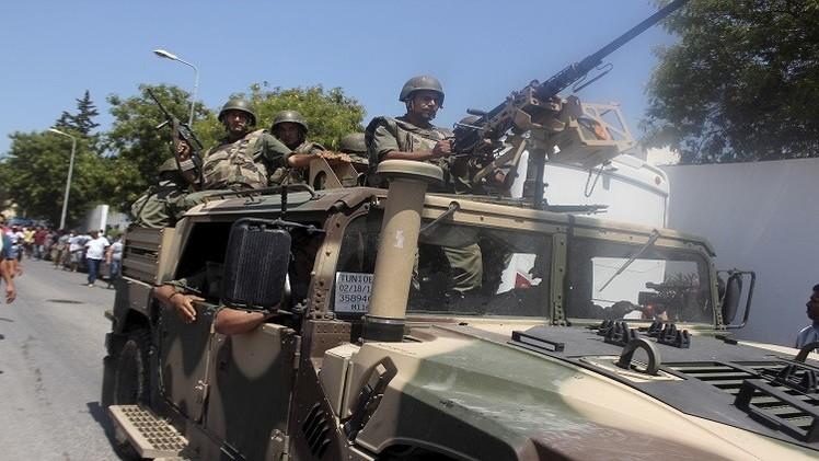 تونس تضبط أسلحة ووثائق عليها شعار