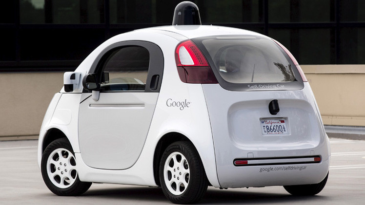 غوغل تبحث عن شركاء لإطلاق سيارتها الذاتية القيادة إلى الأسواق